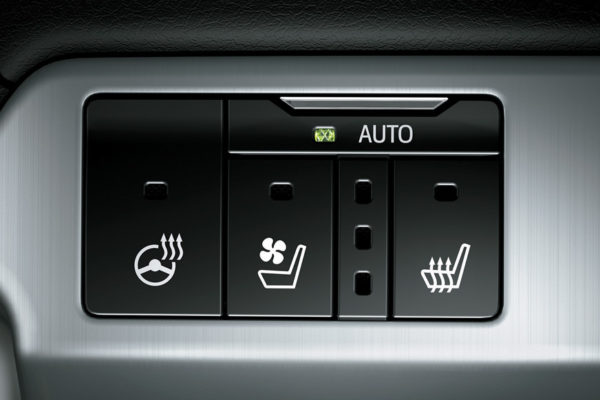 Toyota Land Cruiser auto jok - Nasmoco Pati